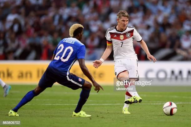 FUSSBALL Deutschland USA Bastian Schweinsteiger gegen Gyasi Zardes