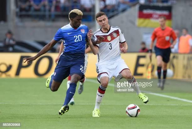FUSSBALL Deutschland USA Gyasi Zardes gegen Jonas Hector