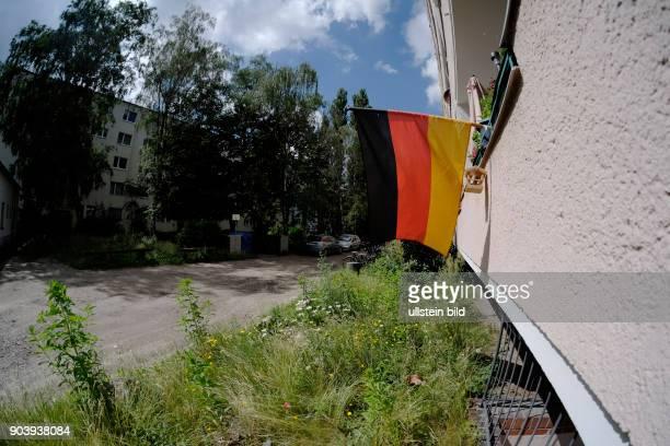 Deutschlandfahne an einem Balkon eines Wohnhauses in BerlinWedding anlässlich der FußballEuropameisterschaft 2016