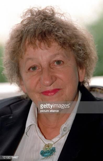 """Deutschlands erfolgreichste Kriminal-Autorin, aufgenommen am 7.9.1997 in Hamburg. Ihr dritter und bisher erfolgreichster Roman """"Die Apothekerin""""..."""