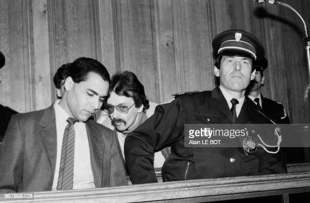 Deux des preneurs d'otages au tribunal de Nantes en 1985 Abdelkarim Khalki et Georges Courtois lunettes dans le prétoire lors de l'ouverture de leur...