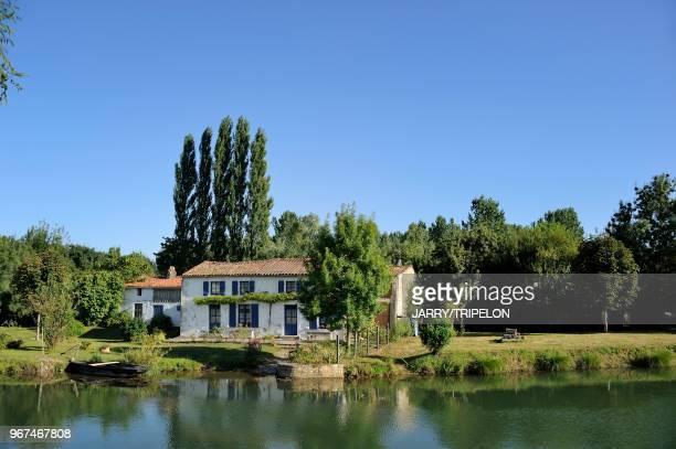 DeuxSevres Marais Poitevin la Venise Verte Coulon la maison aux volets bleus
