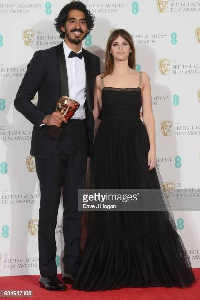 Dev Patel and presenter Felicity Jones pose with his award for Supporting Actor for his work on the film 'Lion' in the winners room at the 70th EE...