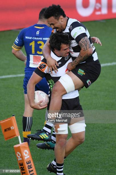 Devan Flanders of Hawke's Bay celebrates a try during the Mitre 10 Cup Championship Semi Finals match between Hawkes Bay and Otago at McLean Park on...