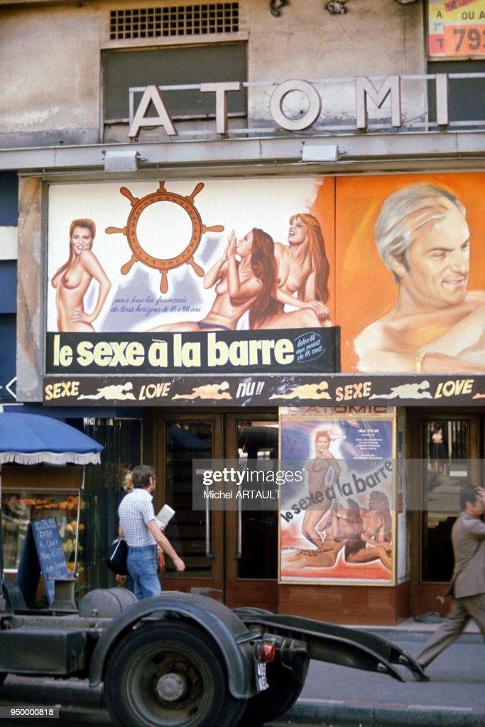 Devanture d'un cinema porno : Photo d'actualité