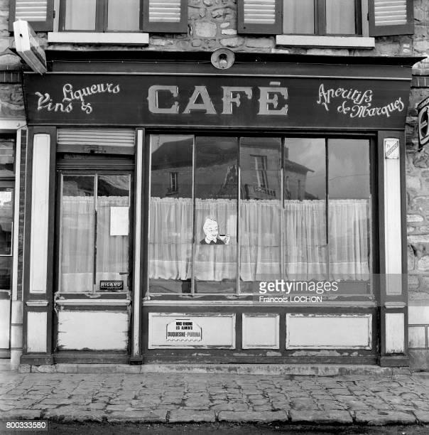 Devanture d'un café en janvier 1976 à Calais France