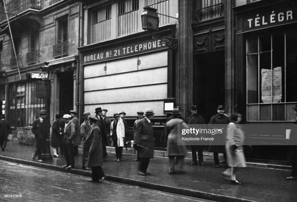 Cambriolage dun bureau de poste parisien pictures getty images