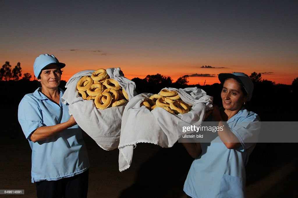 "Paraguay: Reportage on a ""Chipa"" bakery : News Photo"