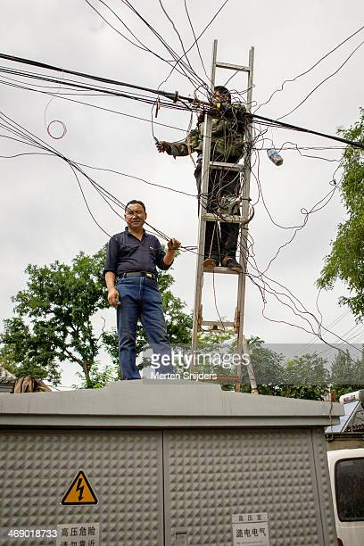 development on chaotic electic wires - merten snijders ストックフォトと画像