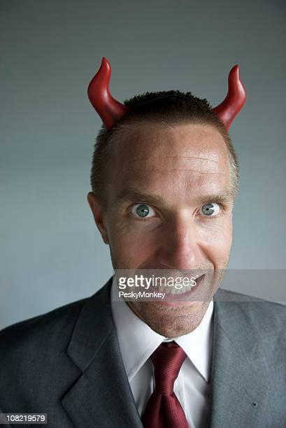 Astado empresario Grins Mischievously Devil