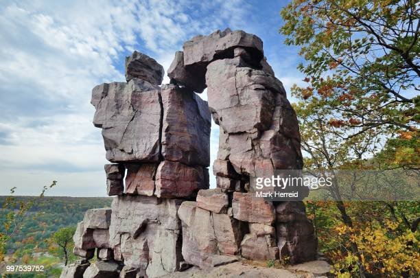 devils doorway at wisconsin's devils lake state park - iron_county,_wisconsin stock pictures, royalty-free photos & images