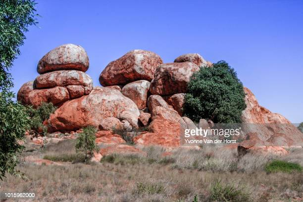 devils marbles , natural phenomenon found near tennant creek - light natural phenomenon stock pictures, royalty-free photos & images