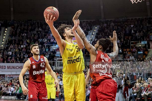 Devin Booker of Bayern Muenchen und Asssem Marei of medi bayreuth battle for the ball during the easyCredit BBL match between FC Bayern Muenchen and...