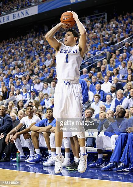 Devin Booker of the Kentucky Wildcats shoots the ball during the game against the South Carolina Gamecocks at Rupp Arena on February 14 2015 in...