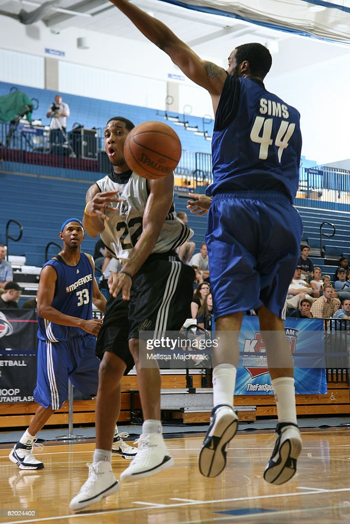 Devin Green of the San Antonio Spurs passes around Courtney