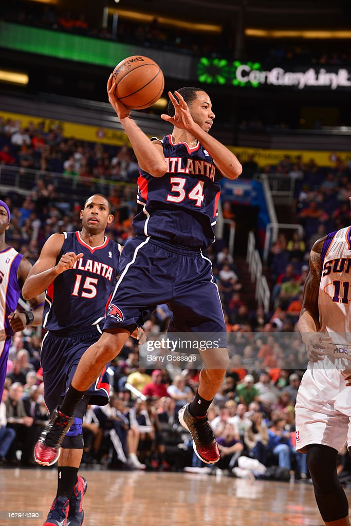 Devin Harris #34 of the Atlanta Hawks looks for someone to pass to against the Phoenix Suns on March 1, 2013 at U.S. Airways Center in Phoenix, Arizona.