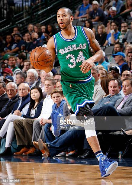 Devin Harris of the Dallas Mavericks dribbles the ball against the Sacramento Kings on March 3 2016 at the American Airlines Center in Dallas Texas...