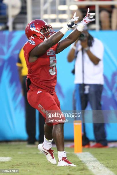 Devin Singletary of the Florida Atlantic Owls points to the fans after scoring a touchdown against the Middle Tennessee Blue Raiders on September 30...