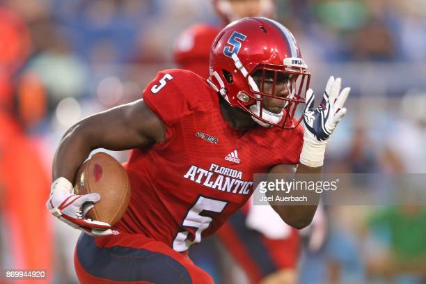 Devin Singletary of the Florida Atlantic Owls runs with the ball against the Marshall Thundering Herd at FAU Stadium on November 3 2017 in Boca Raton...