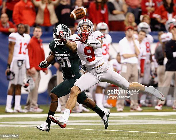 Devin Smith of the Ohio State Buckeyes can't come up with a fourth quarter pass in front of Darqueze Dennard of the Michigan State Spartans during...