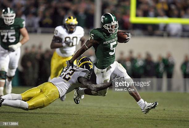 Devin Thomas of the Michigan State Spartans carries the ball during the game against the Michigan Wolverines at Spartan Stadium November 3, 2007 in...