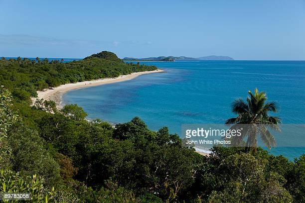devine island poum new caledonia - new caledonia fotografías e imágenes de stock