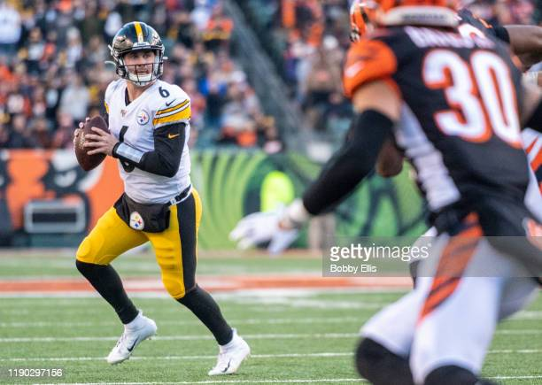 Devlin Hodges of the Pittsburgh Steelers looks downfield for an open receiver during the fourth quarter of the game against the Cincinnati Bengals at...