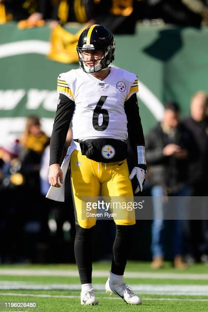 Devlin Hodges of the Pittsburgh Steelers warms up against the New York Jets at MetLife Stadium on December 22, 2019 in East Rutherford, New Jersey.