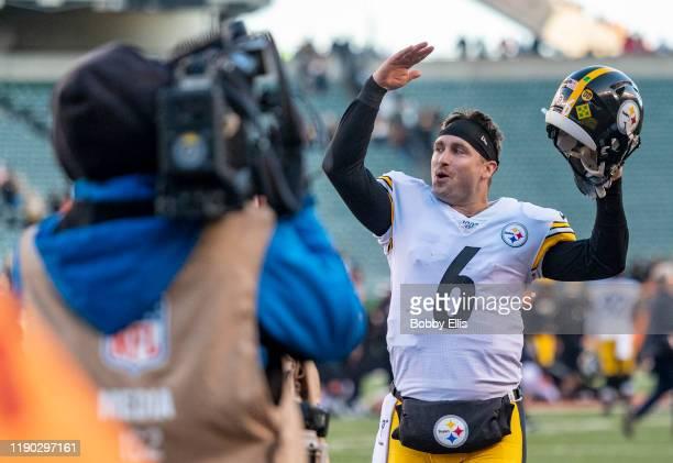 Devlin Hodges of the Pittsburgh Steelers waves to fans after the Pittsburgh Steelers win over the Cincinnati Bengals at Paul Brown Stadium on...