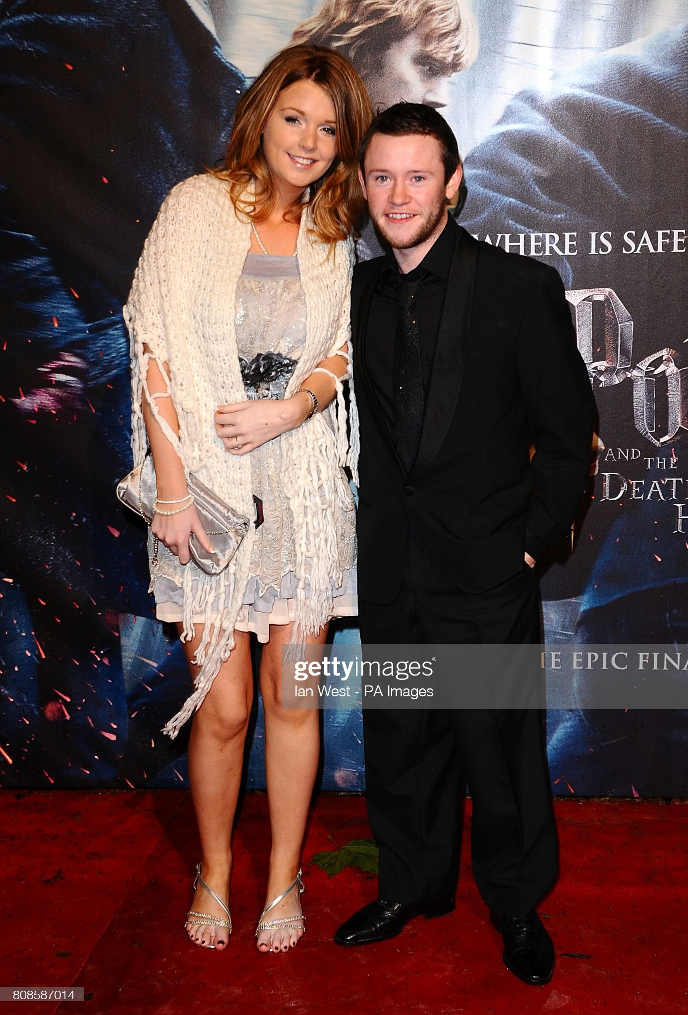 ¿Cuánto mide Devon Murray? - Altura - Real height Devon-murray-and-aoife-mccourt-arriving-for-the-world-premiere-of-picture-id808587014?s=2048x2048