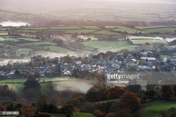 devon village - イギリス エクセター ストックフォトと画像