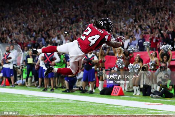 Devonta Freeman of the Atlanta Falcons scores a touchdown on a 5 yard run against the New England Patriots in the second quarter during Super Bowl 51...