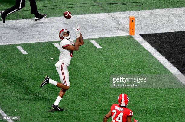 DeVonta Smith of the Alabama Crimson Tide makes the gamewinning touchdown catch in overtime to defeat the Georgia Bulldogs in the CFP National...
