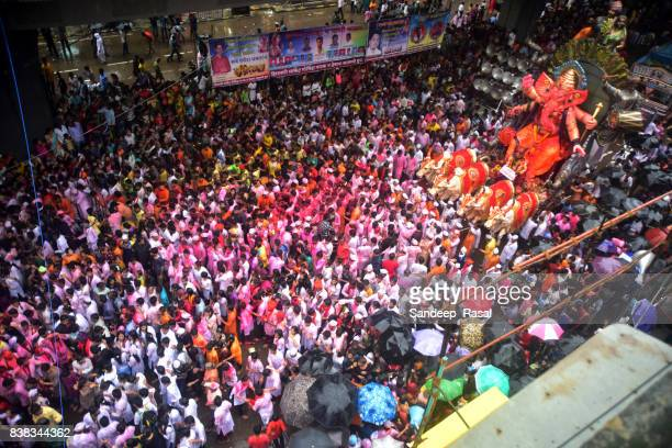 devotees carry ganesh idol for immersion - religious celebration stock pictures, royalty-free photos & images