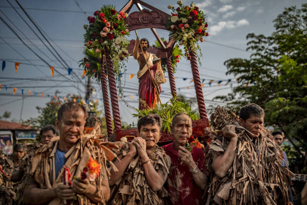 "PHL: Filipino Devotees Gather For The ""Mud People"" Festival"