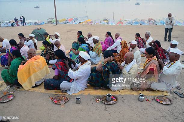 Devotees from Maharashtra performing Veni Daan ritual at Sangam, the confluence of River Ganga, Yamuna and mythological Saraswati during Magh mela...