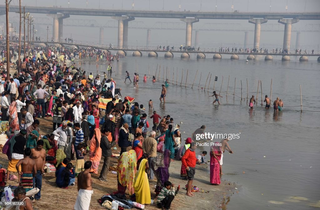 Devotees gather to take holy dip at Sangam, The confluence... : News Photo