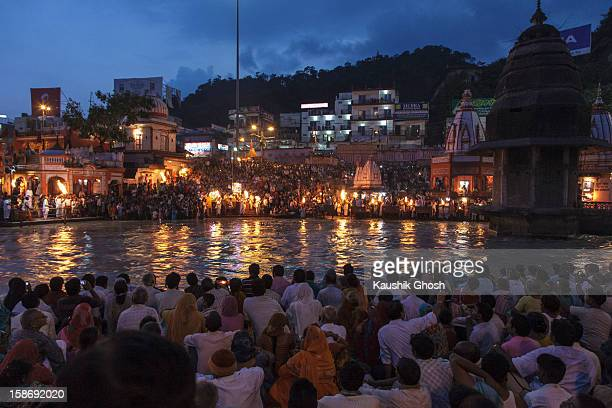 CONTENT] Devotees gathered during the daily evening prayer at Harkipauri Haridwar
