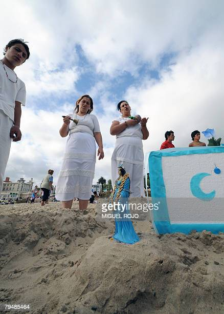 Devotees of the AfroAmerican Umbandista cult prepare an offering during the celebration of Iemanja the African goddess of the sea in Montevideo on...