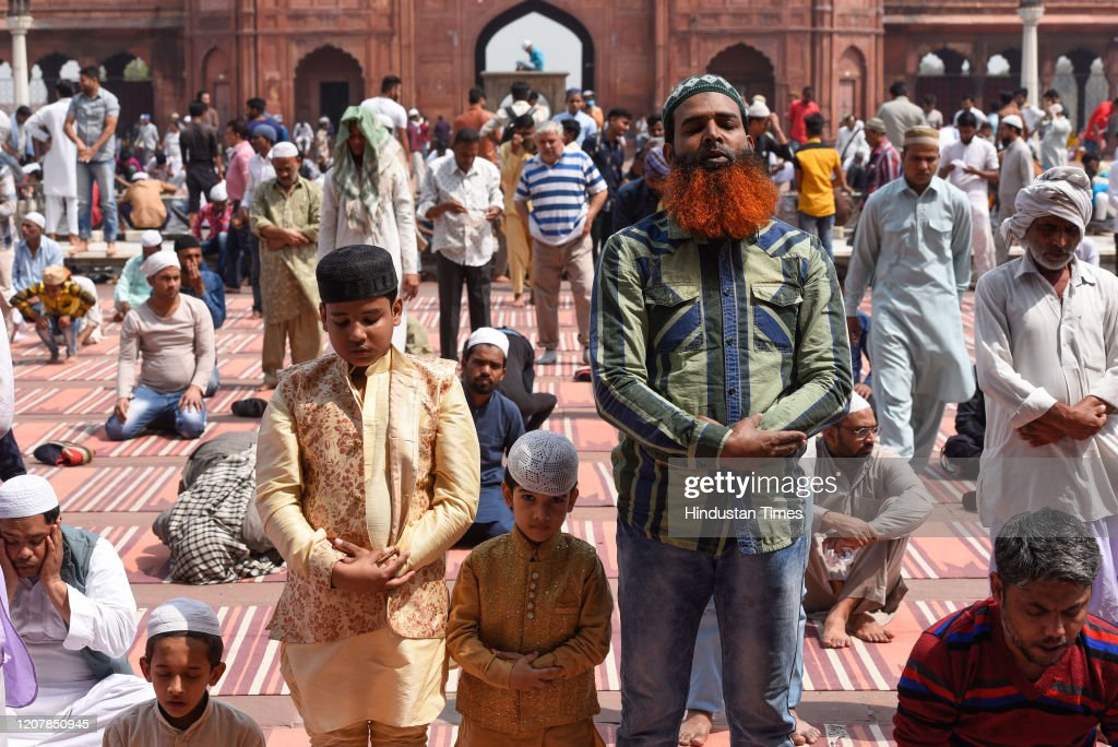 Ignoring Covid-19 Warnings, Indian Muslims Crowd Mosques For Friday Prayers : News Photo
