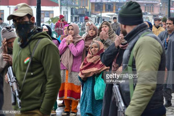 SRINAGAR JAMMU KASHMIR INDIA Devotees pray as government forces stand on guard during the celebration at the Hazratbal Shrine in Srinagar Eid Milad...