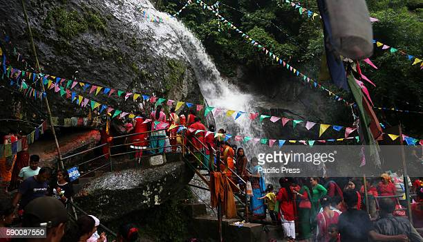 CHANDESHWARI KATHMANDU NEPAL Devotees queue for offering prayers on last Monday of Shrawan month at Baundeshwor Mahadev in Jhor Mahankal...