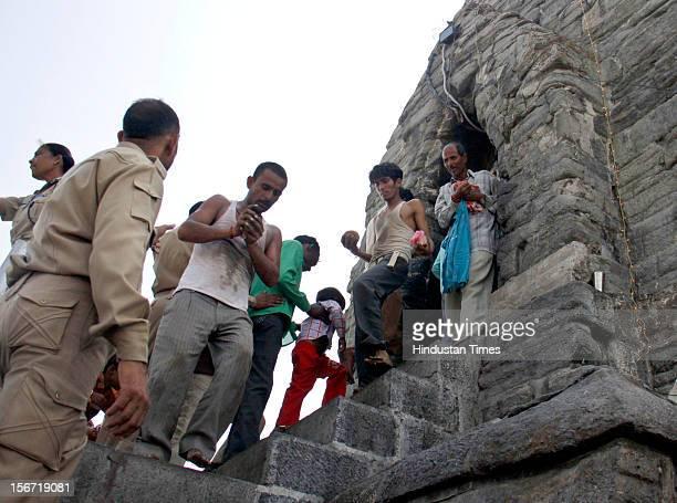 SRINAGAR INDIA AUGUST 2 Devotees throng at ShankarAcharya temple atop a hilllock locally called TakhteSulaiman on the occasion of Raksha Bandhan on...