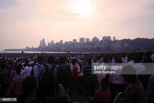 CONTENT] Devotees throng Girgaum beach during immersion ceremony of Lord Ganesha idols at Mumbai