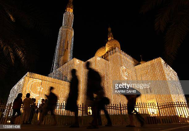 Devout Muslims arrive to the Jumeirah Mosque after breaking their fast in the Gulf emirate of Dubai during the Muslim holy month of Ramadan on August...