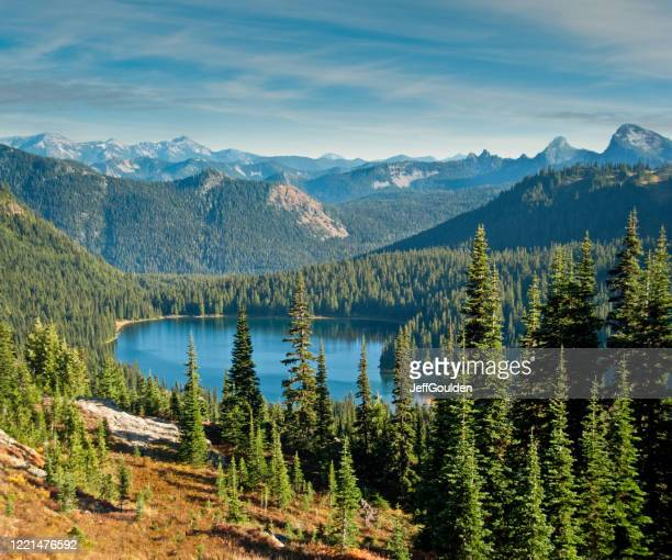 dewey lake from the pacific crest trail - jeff goulden stock pictures, royalty-free photos & images