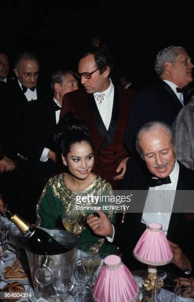 Dewi Sukarno à l'anniversaire des 75 ans du restaurant Maxim's à Paris en 1968 France