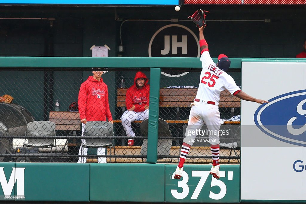 Dexter Fowler #25 of the St. Louis Cardinals attempts to catch a fly ball against the Cincinnati Reds in the sixth inning at Busch Stadium on April 22, 2018 in St. Louis, Missouri.