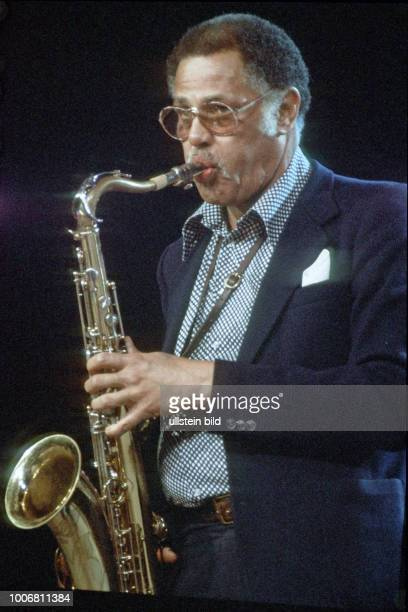 Dexter Gordon der amerikanische Tenorsaxophonist bei einem Konzert in Hamburg im Onkel Poe Onkel Poes Carnegie Hall 1979 Photo by Jazz Archiv...