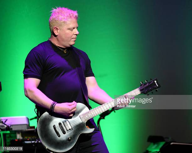 https://media.gettyimages.com/photos/dexter-holland-performs-onstage-at-the-cyndi-lauper-and-friends-home-picture-id1193300319?s=612x612